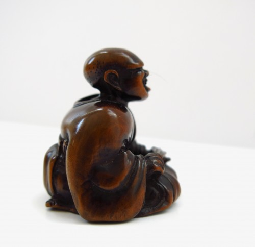 Netsuke wood carving, theater figure. Japan Edo