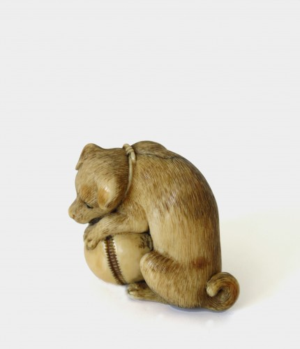 NETSUKE –  an ivory puppy seated, playing with a bell. Japan Edo - Asian Art & Antiques Style