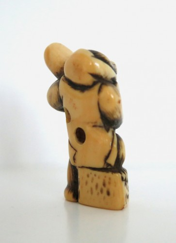 A lovely monkey, standing Netsuke Japan Edo 18th century - Asian Art & Antiques Style