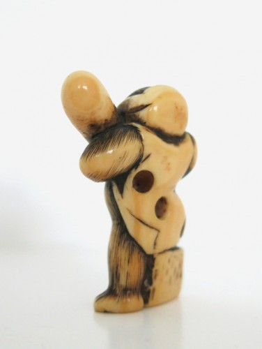 Asian Art & Antiques  - A lovely monkey, standing Netsuke Japan Edo 18th century
