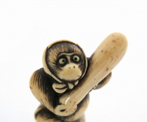 A lovely monkey, standing Netsuke Japan Edo 18th century -