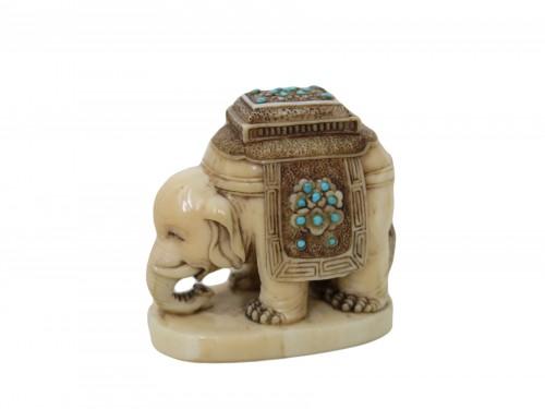NETSUKE – Elephant on marine ivory. Japan Edo