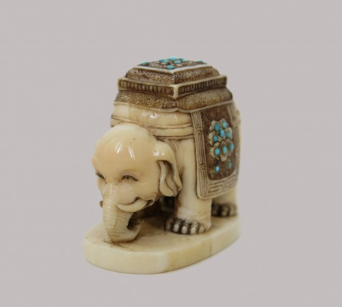 NETSUKE – Elephant on marine ivory. Japan Edo  - Asian Art & Antiques Style