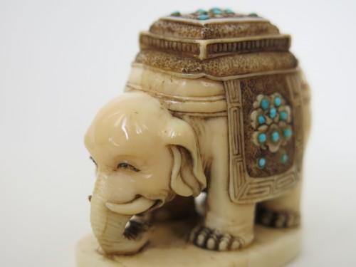 NETSUKE – Elephant on marine ivory. Japan Edo  -