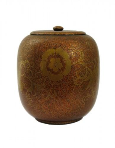 Takigara-Ire Japanese urushi lacquer box. Japan, Edo