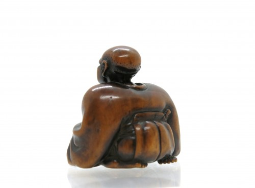 - NETSUKE wood carving, theater figure. Japan Edo, 18th century