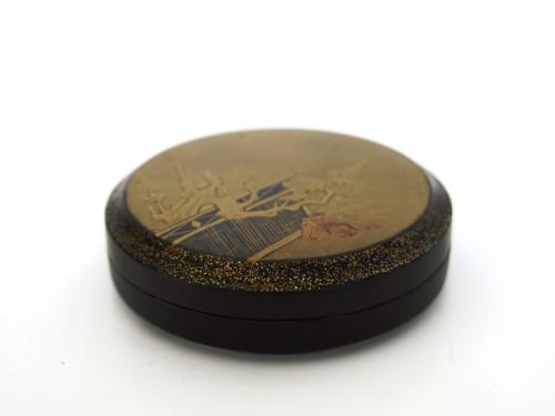 Asian Art & Antiques  - Kôgô - A circular japanese lacquer box for incense Japon