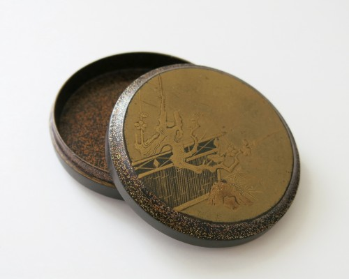 Kôgô - A circular japanese lacquer box for incense Japon -