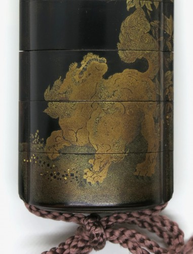 Black, gold and sivler japanese lacquer Inro of a Shishi - Japan Edo -