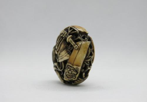 Antiquités - Netsuke  – Manju Netsuke of Samurai armor accessories. Japan Edo