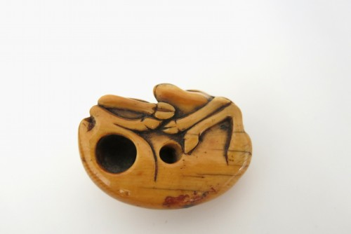 NETSUKE – A charming model of a sleeping stag Japan Edo 18th century -