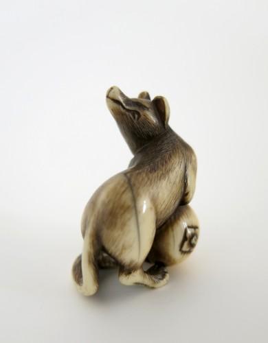 NETSUKE – A very fine netsuke of a fox. Japan Edo -