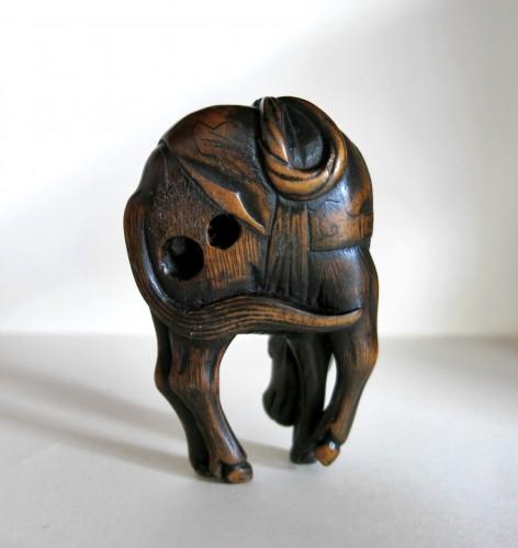 Netsuke - A grazing horse. Japan Edo -