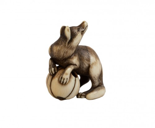 Netsuke – A very fine netsuke of a fox. Japan Edo