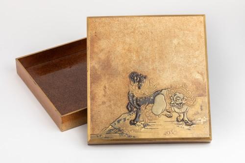 Asian Works of Art  - SUZURIBAKO Rare and important writing box. Japanese lacquer. Japan Edo