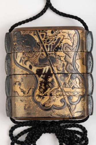 Asian Art & Antiques  - Japanese Inro with a Uchiwa fan and dragon. Japan Edo 19th