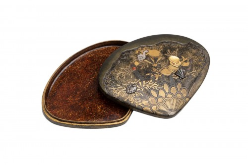Kogo - Venus clam shape with shells and aquatic plants, early XIXe
