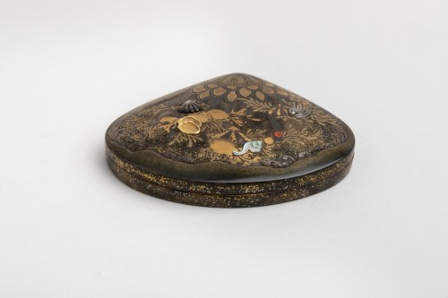 Asian Art & Antiques  - Kogo - Venus clam shape with shells and aquatic plants, early XIXe