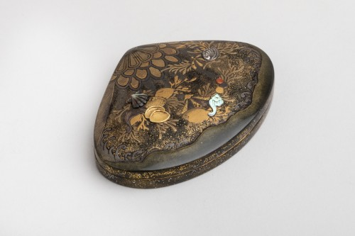 Kogo - Venus clam shape with shells and aquatic plants, early XIXe -