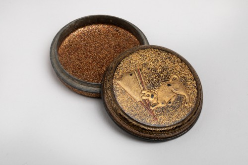 Asian Works of Art  - KÔGÔ – A circular japanese lacquer box for incense. Japan Edo