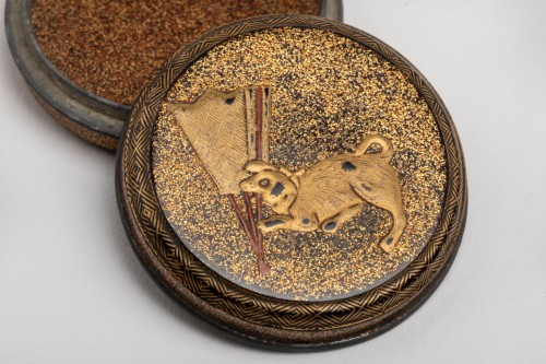 KÔGÔ – A circular japanese lacquer box for incense. Japan Edo -