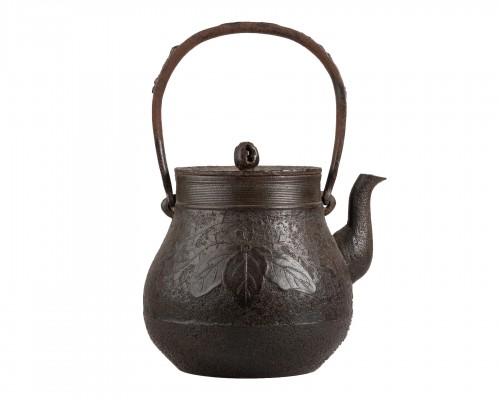 TETSUBIN – Iron kettle with a paulownia. Japan Edo 19th century