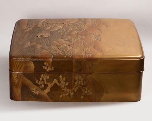 - Ryoshibako - Gold laquer document box Japan Edo 19th century