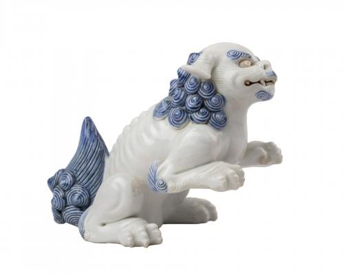 Seatted Shishi - Japanese Hirado ceramic. Okimono. Japan Edo