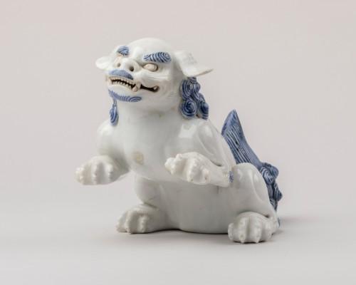 Seatted Shishi - Japanese Hirado ceramic. Okimono. Japan Edo -