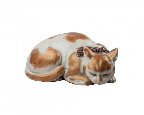 Satsuma porcelain sleeping cat, Japan Edo 19th