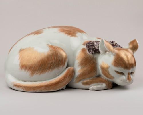 19th century - Satsuma porcelain sleeping cat, Japan Edo 19th