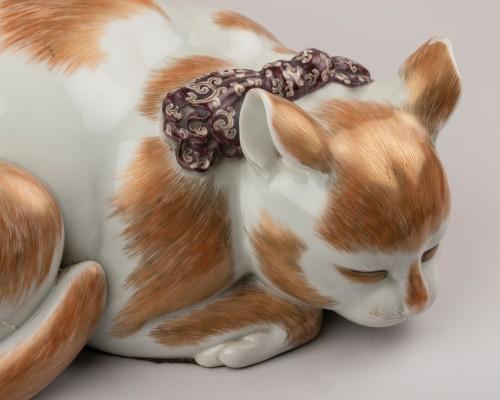 Satsuma porcelain sleeping cat, Japan Edo 19th -