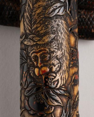 - Kiseruzutsu-Pipe case in carved deer horn, black lacquer Japan Edo