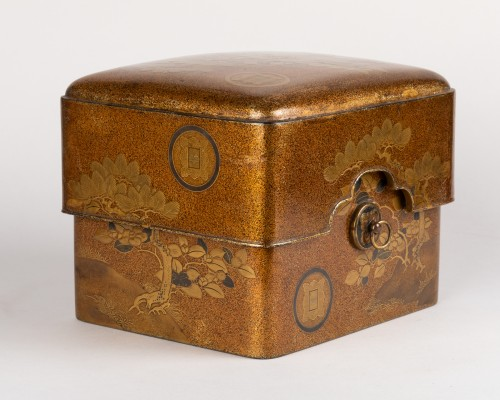 Asian Art & Antiques  - Tebako - Gold lacquer box with landscape Japan Edo 19th
