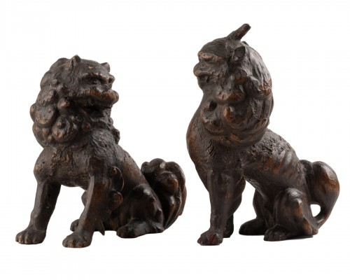 2 Shishi - wood carving lions. Collection Gillot. Japan Edo 17th
