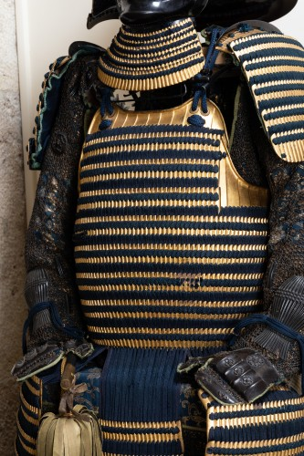 - Armor in gold lacquer laced in dark blue Japan Edo End of 17th