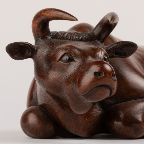 19th century - OKIMONO – A fine wood model of an recombent ox. Japan Meiji 19th century