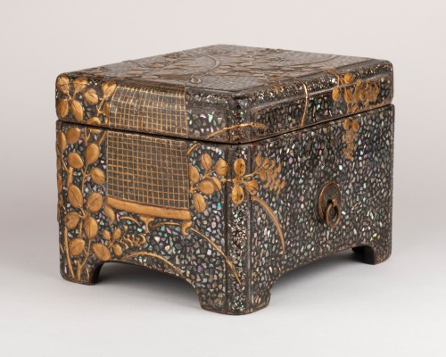 Asian Works of Art  - Ryukyu mother-of-pearl inlay and lacquer box (Tebako) Japan Edo 18th