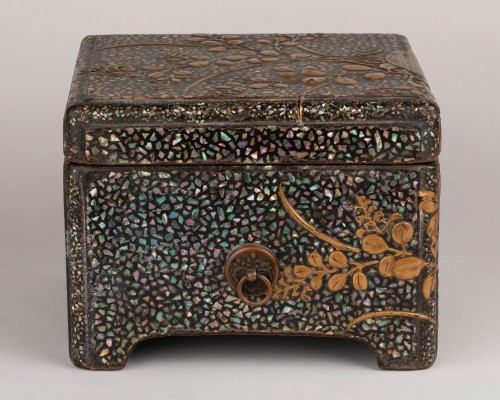 18th century - Ryukyu mother-of-pearl inlay and lacquer box (Tebako) Japan Edo 18th