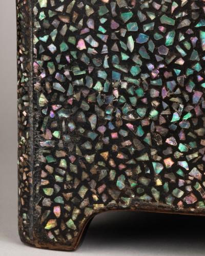 - Ryukyu mother-of-pearl inlay and lacquer box (Tebako) Japan Edo 18th
