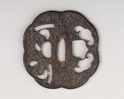 Octolobed tsuba with openwork decoration, Japan Edo - Asian Works of Art Style