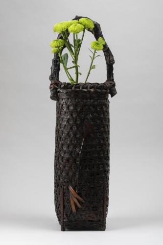Ikibana smoked bamboo flower basket with handle Japan 20th century - Asian Works of Art Style