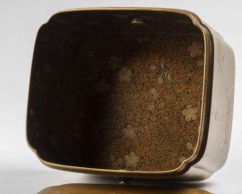 - Rare lacquer box Tebako gold lacquer. M. et H. Dean. Japan Edo late 17th