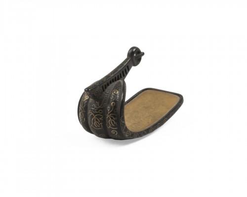 Netsuke in stirrup shape, Japan Edo 19th century