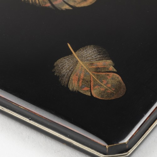 Fine case in japanese lacquer with decoration of feathers, Japan 20th -