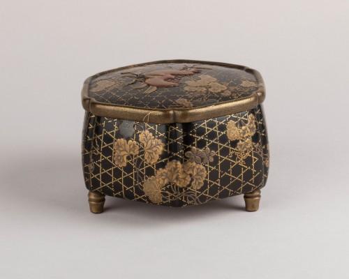 Octogonal incense box on three feet, Japan Edo 18th century - Asian Works of Art Style