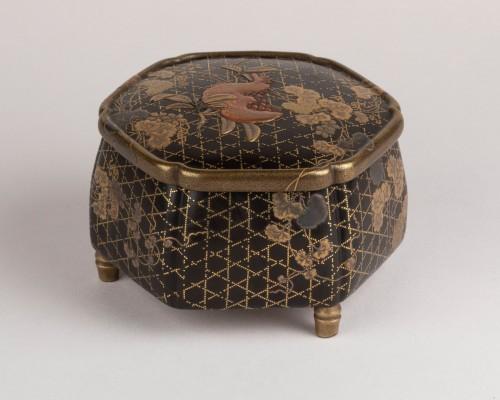 18th century - Octogonal incense box on three feet, Japan Edo 18th century