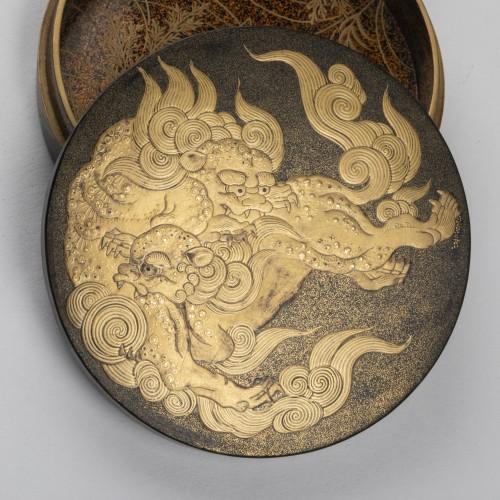 Kogo - Two Shishi Playing, Japan Edo 18th century - Asian Works of Art Style