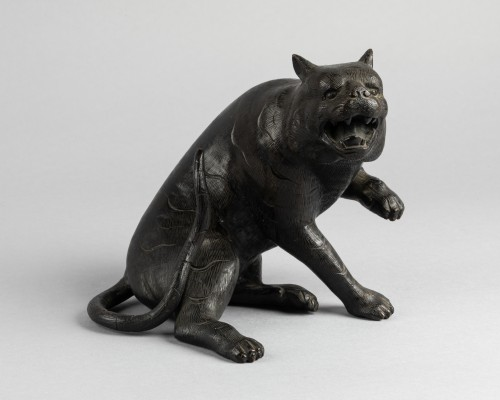 Bronze tiger - Asian Works of Art Style