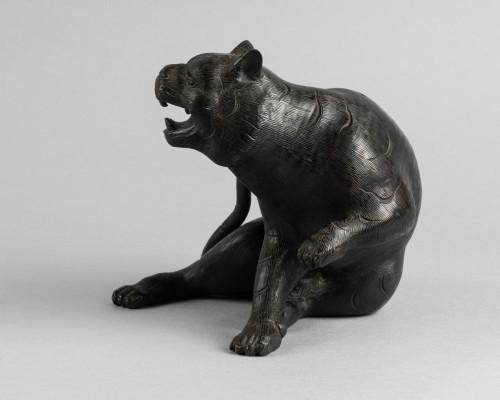 Bronze tiger. Japan Edo -
